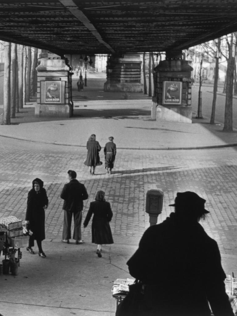 Sous le métro aérien, Boulevard de la Chapelle, 1951 Collection Fondation Henri Cartier-Bresson © Fondation Henri Cartier-Bresson/Magnum Photos